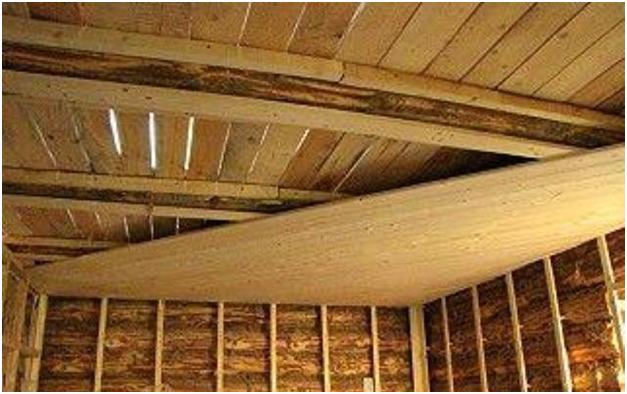 Делаем потолок в деревянном доме своими руками