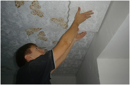 Делаем потолок в прихожей своими руками