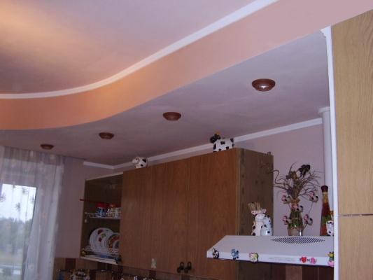 Подвесной потолок на кухне своими руками (10 фото)