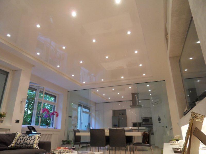 ПВХ потолок с глянцем