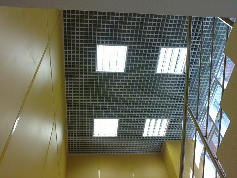 освещение в растровом потолке