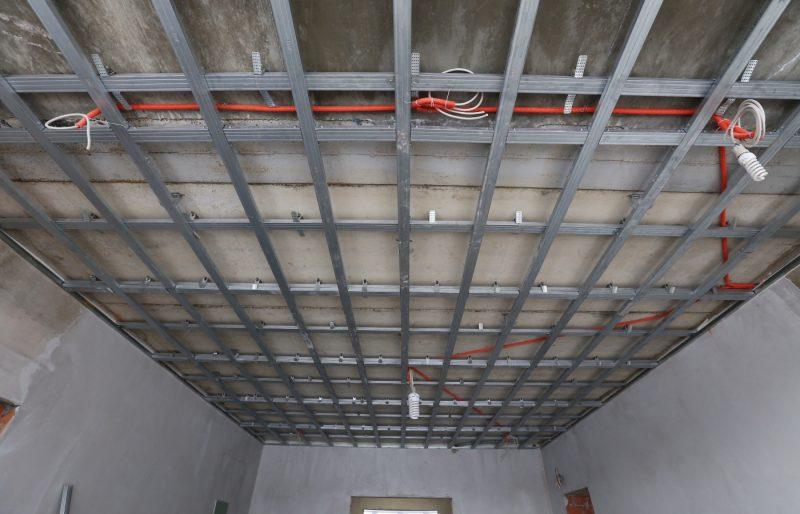 Железная опора для натяжного потолка
